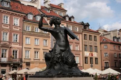 Monumento a Sawa en la plaza del mercado